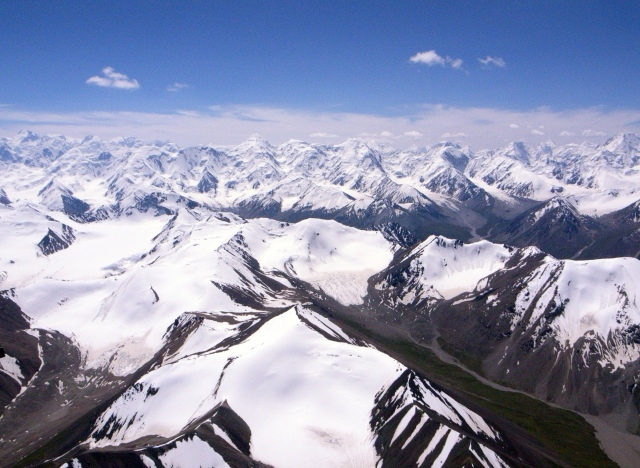 Tian_Shan_mountains_(4117410958)