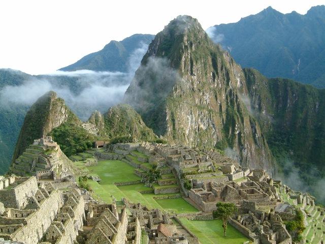 Machu_Picchu_Sunrise_2