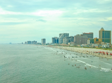 Atlantic_City_beach_and_skyline_July_30_2011.jpg